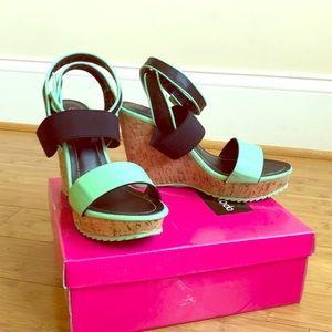 3/$35 mint green/black sz 8 wedge platform sandals